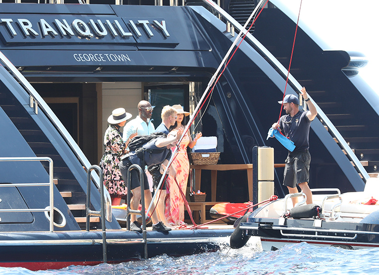 57079 Как изнутри выглядит яхта Кайли Дженнер, которую она арендовала за 1.2 миллиона долларов