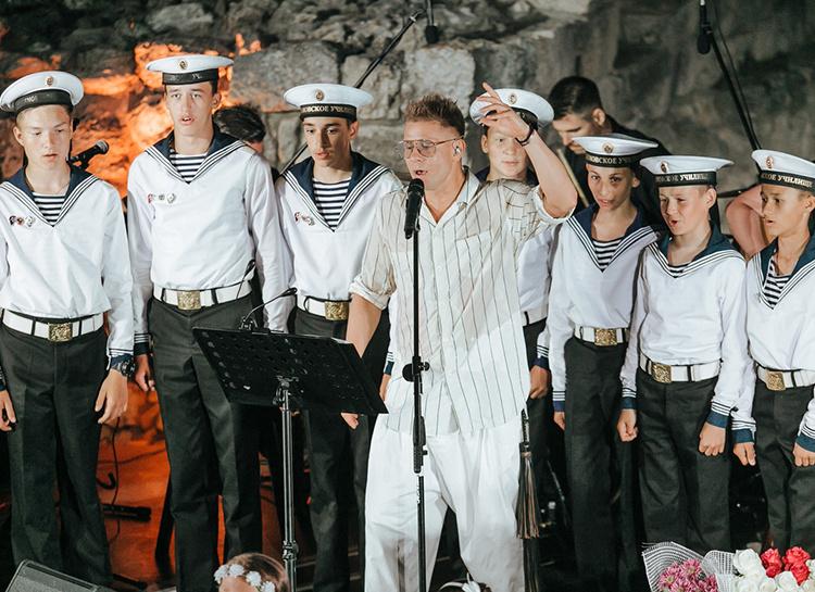 """57026 Митя Фомин о скандале с гимном Севастополя: """"Если люди хотят петь, им нельзя запрещать"""""""