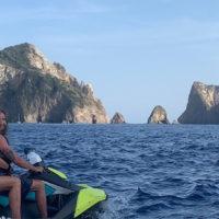 57154 Море зовет: Кайли Дженнер, Криштиану Роналду и другие звезды, показавшие свои смелые прыжки с яхт