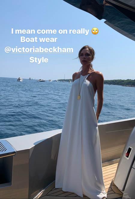Семейный троллинг: Дэвид и Виктория Бекхэм высмеяли наряды друг друга во время отдыха на яхте Элтона Джона