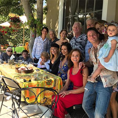 Старшему – 102, младшей – 1,5 года: Майкл Дуглас и Кэтрин Зета-Джонс показали всю свою большую семью