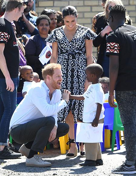 Меган Маркл и принц Гарри прилетели в Южную Африку: первый день тура