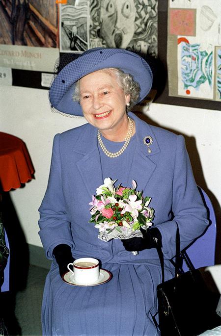 57960 Правда или вымысел: сборщик мебели рассказал о чаепитии с королевой Елизаветой