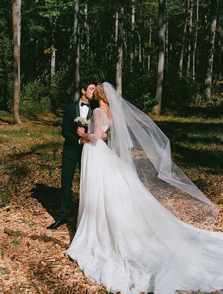 365 дней спустя: Карли Клосс показала, как создавалось ее свадебное платье