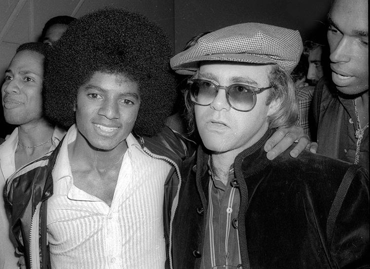 """Элтон Джон назвал Майкла Джексона """"психически больным"""" человеком"""