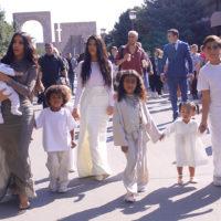 58303 Ким Кардашьян покрестилась в Армении вместе с детьми: какое имя дали реалити-звезде