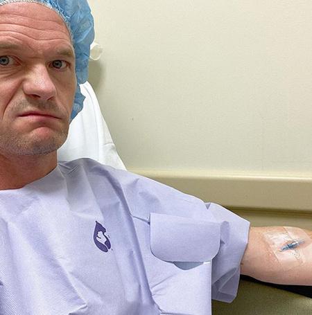 58408 Во всем виноват морской еж: Нил Патрик Харрис перенес операцию на руке