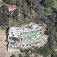 59027 100 миллионов на ветер: отца Джиджи и Беллы Хадид обвиняют в строительстве дома, представляющего опасность для целого района