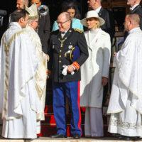 58908 Княгиня Шарлен с детьми, Беатрис Борромео и другие представители княжеской семьи на празднике в Монако