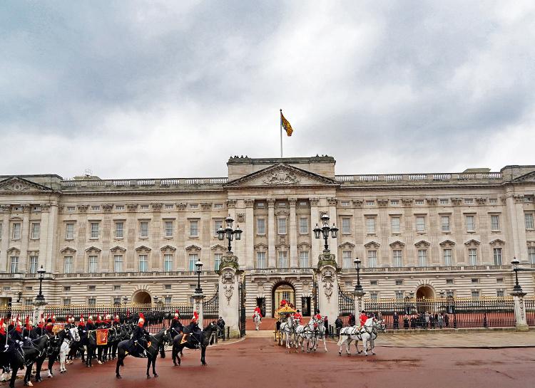 59320 Откуда деньги у королевы Елизаветы II и на что живут члены ее семьи