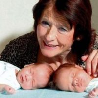 59096 Позднее материнство: стоит ли так рисковать? Самая старая мать оставила близнецов сиротами в 3 года