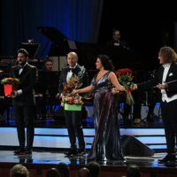 58900 Сын Анны Нетребко и Юсифа Эйвазова дебютировал на сцене во время юбилейного концерта Игоря Крутого