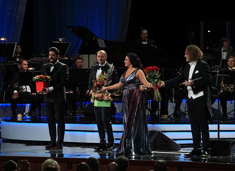 Сын Анны Нетребко и Юсифа Эйвазова дебютировал на сцене во время юбилейного концерта Игоря Крутого