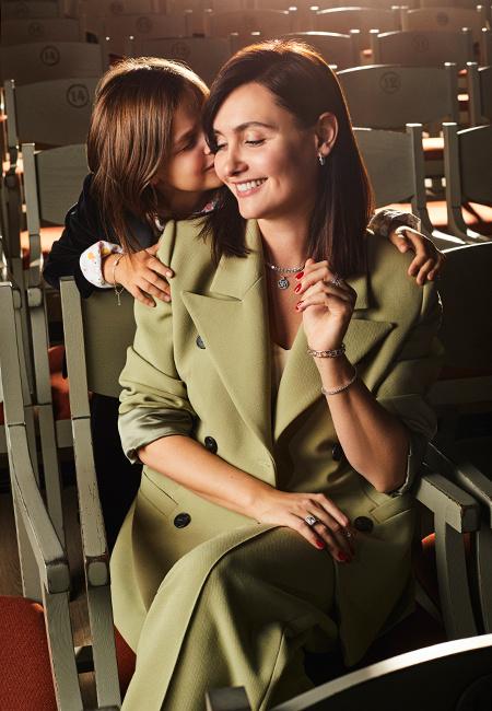 Вечные ценности: Елена Пинская с дочерьми в лукбуке ювелирной коллекции