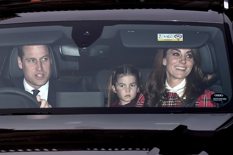 59809 Кейт Миддлтон и принц Уильям с детьми побывали на рождественском завтраке королевы