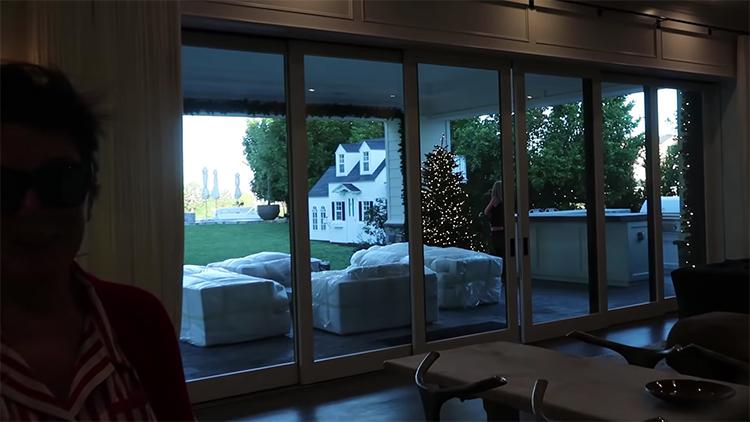59947 Полуторагодовалой дочери Кайли Дженнер подарили дом на Рождество: фото и видео