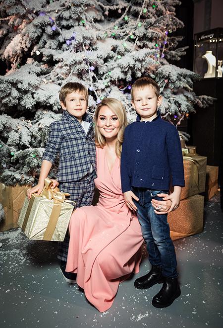 59548 Стефания Маликова с младшим братом, дети Киркорова, Кожевникова с сыновьями и другие на детской елке в Москве