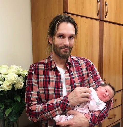 59353 Томас Невергрин стал отцом в третий раз
