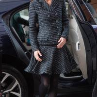 60829 Кейт Миддлтон в твидовом костюме Dolce&Gabbana посетила детский госпиталь в Лондоне