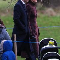 60241 Неожиданный выход: Кейт Миддлтон и принц Уильям на воскресной службе в Сандрингеме