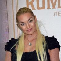 61599 Анастасия Волочкова: «Свадьбу сыграем на берегу реки Мойки»