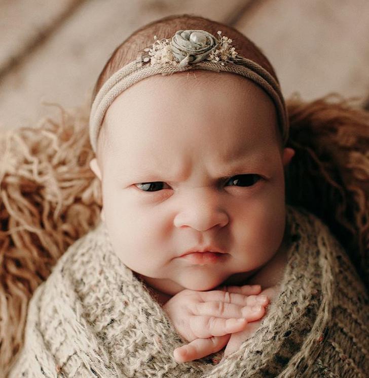 61367 Эта девочка одним только взглядом показала всем, что она думает про фотосессии новорожденных