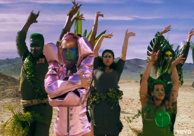 61629 Инопланетная Барби: Леди Гага выпустила клип впервые за три года