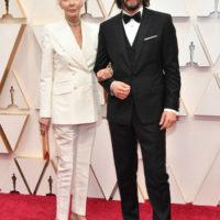 """61175 По-семейному: Киану Ривз и Шарлиз Терон пришли на """"Оскар"""" с мамами, а Антонио Бандерас – с дочкой"""