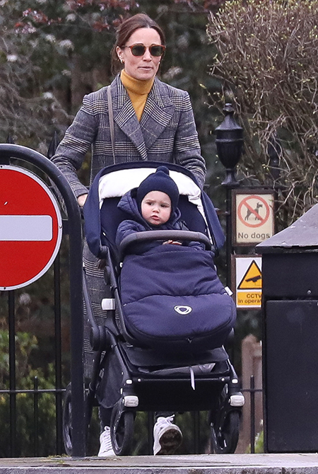 62131 Никакого домашнего режима: Пиппа Миддлтон на прогулке с подросшим сыном в Лондоне