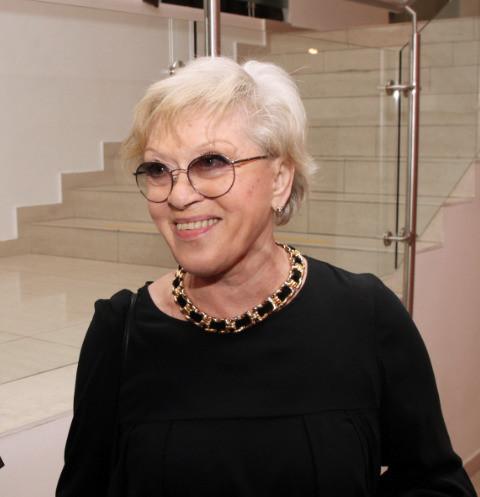 62549 85-летняя Алиса Фрейндлих освоила видеосвязь на самоизоляции