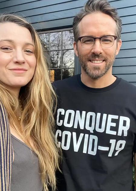 """62907 Райан Рейнольдс нашел лучший способ собрать деньги в помощь медикам: """"В этой футболке вы будете невидимы для тещи!"""""""