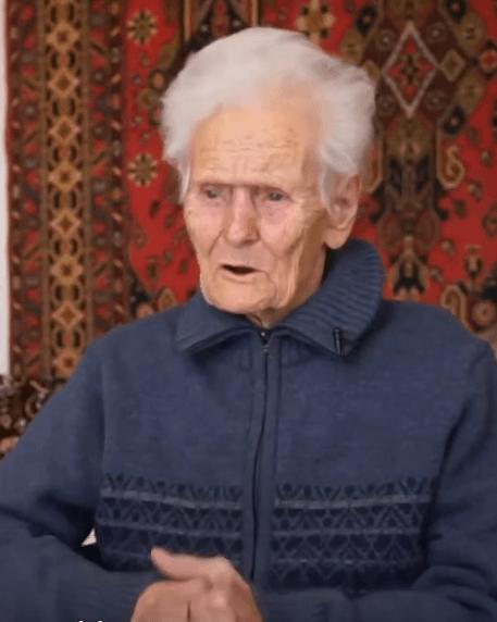 63411 Мужчина приютил 100-летнюю бездомную женщину-ветерана, которую обманом лишили жилья