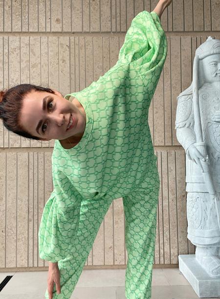 63506 От домашней капсулы до костюмов из крапивы: лукбуки новых коллекций российских дизайнеров
