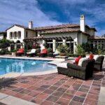63569 В гостях у Хлое Кардашьян: экскурсия по особняку, который она продает за 19 миллионов долларов