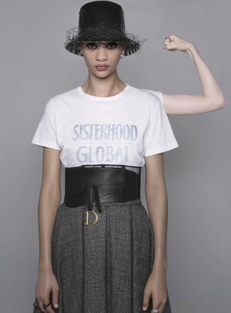 63687 От открытия бутиков до запуска феминистических курсов: дайджест fashion-новостей недели
