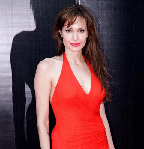 63663 Стремление к саморазрушению. Как Анджелина Джоли погубила здоровье и брак