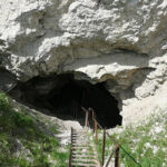 63961 Супруги уже 60 лет живут в пещере и выезжать не собирается