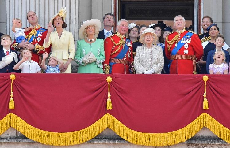 63655 Торжественный парад в честь дня рождения Елизаветы II состоится, но нарушит все традиции