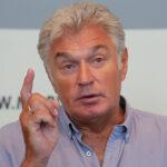 64222 Александр Титоренко засудил МХАТ за низкую зарплату
