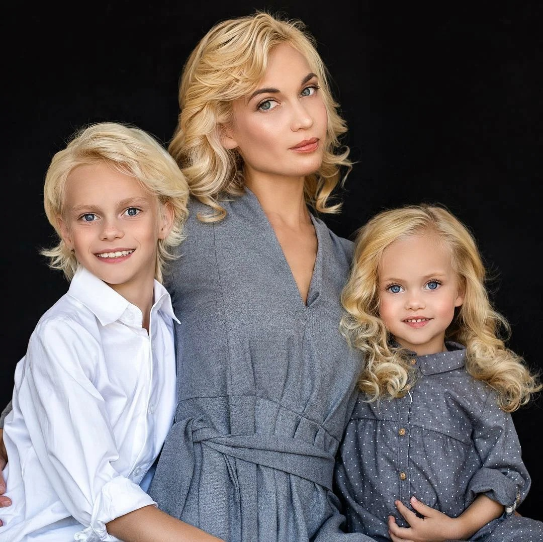 64039 Дети этой мамочки прирожденные модели. Потрясающая внешность!