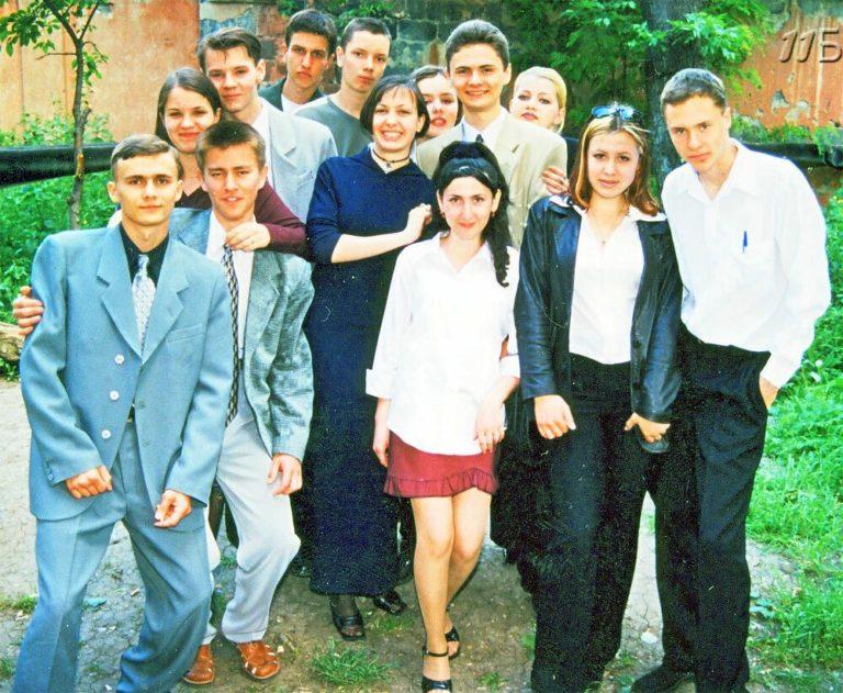 64343 Как выглядели выпускники и выпускные вечера в 90-х?