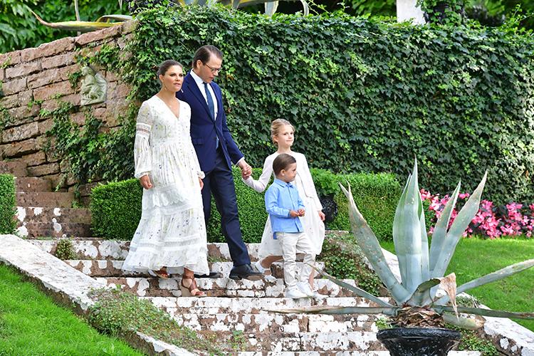64228 Живой концерт и узкий семейный круг: принцесса Швеции Виктория отметила день рождения во дворце Соллиден