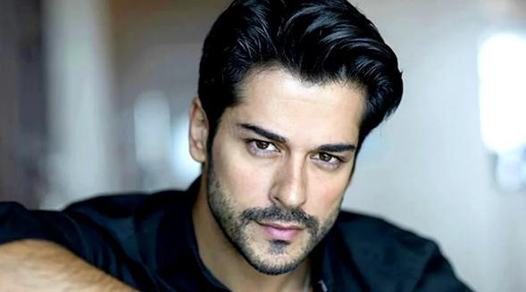 64595 Как выглядят родители и сестра самого красивого турецкого актера Бурака Озчивита?