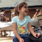 64746 Маленькая девочка поделилась едой с бездомным. Этот добрый поступок изменил его жизнь