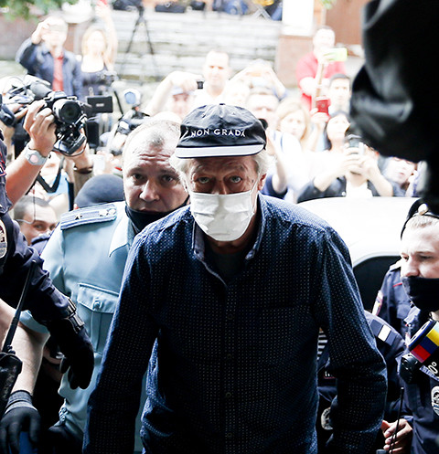 64583 Подозрение на инсульт: состояние Михаила Ефремова сильно ухудшилось