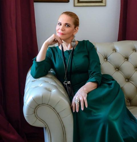 65488 Алена Яковлева: «Общаюсь со всеми своими мужьями»