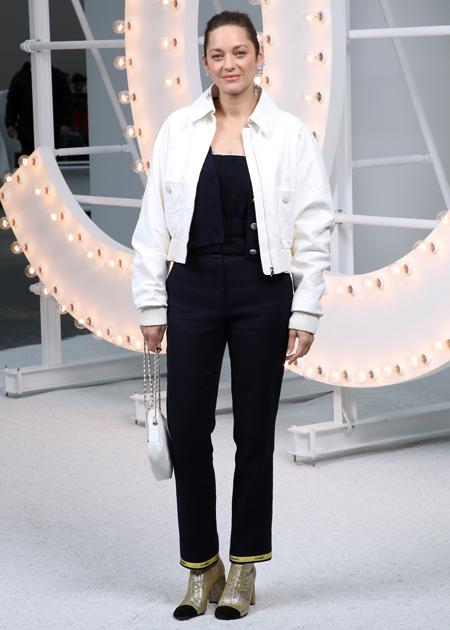 65329 Лили-Роуз Депп, Ванесса Паради, Марион Котийяр и другие гости показа Chanel в Париже