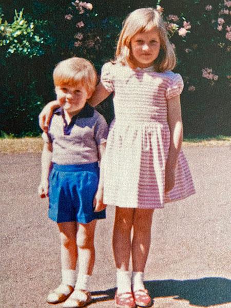 65707 Брат принцессы Дианы опубликовал их детское фото из семейного архива
