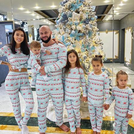 66236 Джиган и Оксана Самойлова устроили для детей праздник в стиле фильма ужасов: видео