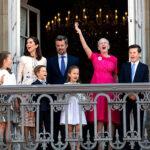 66018 Королевская семья Дании показала интерьеры украшенного к Рождеству дворца Амалиенборг
